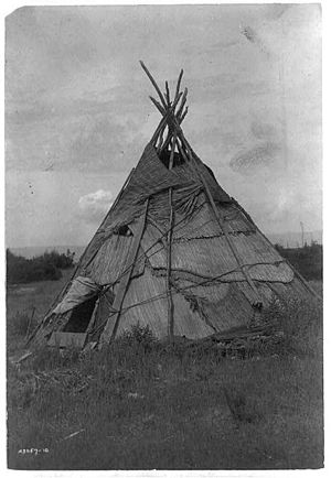 Yakama - Yakama tipi, by Edward Curtis, 1910