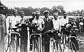 Zawodnicy Syreny Warszawa - Drużynowi mistrzowie Poslki w kolarstwie torowym 1937.jpg