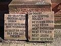 Zehn Gebote Sandsteintafeln.JPG