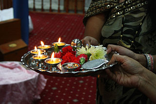 <i>Aarti</i> Hindu religious ritual of worship, a part of puja, in which light is offered