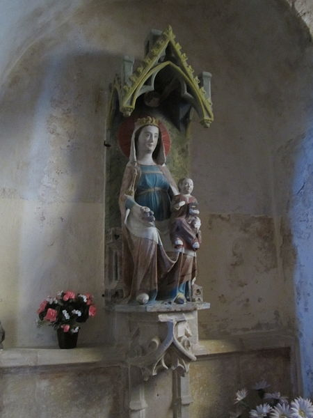 Foucarville, Manche; la vierge et l'autel-retable-niche du XVe sont classés M.H..