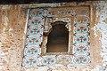 Вентиляционное окно на чердаке, украшенное кафельной плиткой (изразцами).jpg