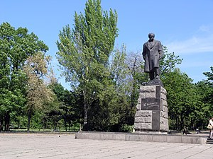 Shevchenko Park (Odessa) - Monument to Taras Shevchenko at the park's entrance