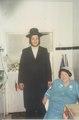 הרבנית חיה אדל לינשה עם נכדה יונתן שטנצל.pdf
