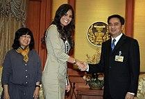 ฆิเมนา นาวาเรเต้ มิสยูนิเวิร์ส 2010 เข้าเยี่ยมคารวะนาย - Flickr - Abhisit Vejjajiva (2).jpg