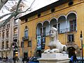 002 Una de les Lleones del Born, davant el Casal Solleric (Palma).jpg