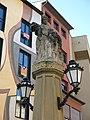 027 Font de la rambla del Carme (Vic), escultura al·legòrica i fanals.jpg