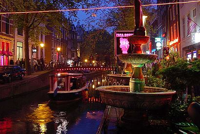 How to get to De Wallen with public transit - About the place