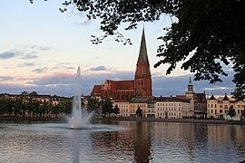 1406-04-076 Ostdeutschland Schwerin Dom.JPG