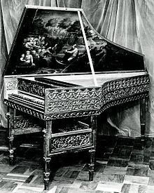 https://upload.wikimedia.org/wikipedia/commons/thumb/4/43/16th_Century_Harpsichord,_an_early_favourite_of_Wanda_Landowska.jpg/220px-16th_Century_Harpsichord,_an_early_favourite_of_Wanda_Landowska.jpg