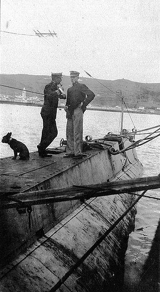 Frank Jack Fletcher - Image: 1917 December USS K6 Jack Fletcher At Left with Bueil the Dog