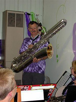 Bass saxophone - Image: 1920s Pan American Bass Saxophone
