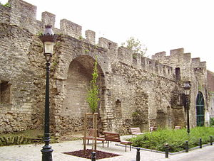 Fortifications of Brussels - A section of the first wall seen from the inside of the walls