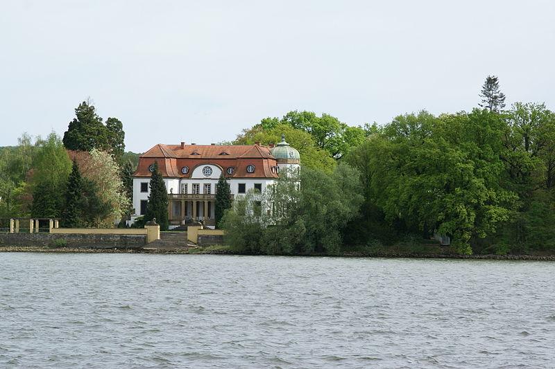 File:2012.09.24.150345 Herrenhaus Königsklinger Aue Eltville.jpg