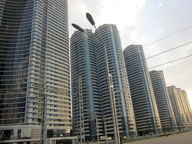 File:2012 new residential buildings at intersection Sungni St-Mansudae St 1.jpg
