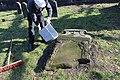 2015-02-17 Alter St.-Nikolai-Friedhof (Hannover), Reinigung Grabmal Jean Joseph La Croix (Fred Jaugstetter und Bernd Schwabe), (22).jpg