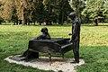 31809 Rzeźba z brązu przedstawiająca młodego Fryderyka Chopina i guwernantkę państwa Pruszaków przy fortepianie.jpg