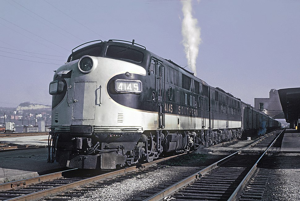 3 Photos of Southern Passenger Fs from Roger Puta (27074403821)