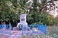 44-231-0030 Могила братська радянських воїнів та пам'ятний знак на честь воїнів-односельчан, які загинули у Другій світовій війні (1).jpg