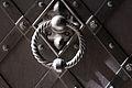 6629 kołatka drzwi bocznych katedry foto Barbara Maliszewska.jpg