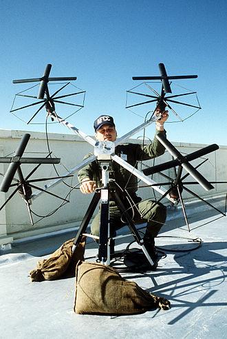Turnstile antenna - Array of 4 axial-mode turnstiles for portable military satellite communication terminal