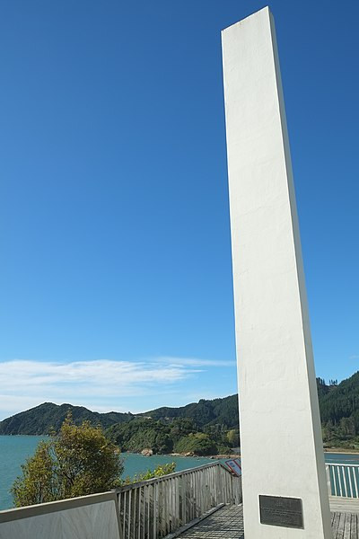 File:Abel Tasman Monument overlooking Ligar Bay and Tata Bay.jpg