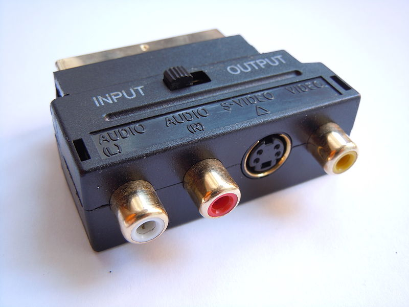 800px-Adattatore_SCART_RCA_S-Video_%28miniDIN%29.JPG