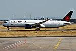 Air Canada, C-FVLU, Boeing 787-9 Dreamliner (43476202105).jpg