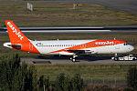 Airbus A320-214 easyJet JP8119628.jpg