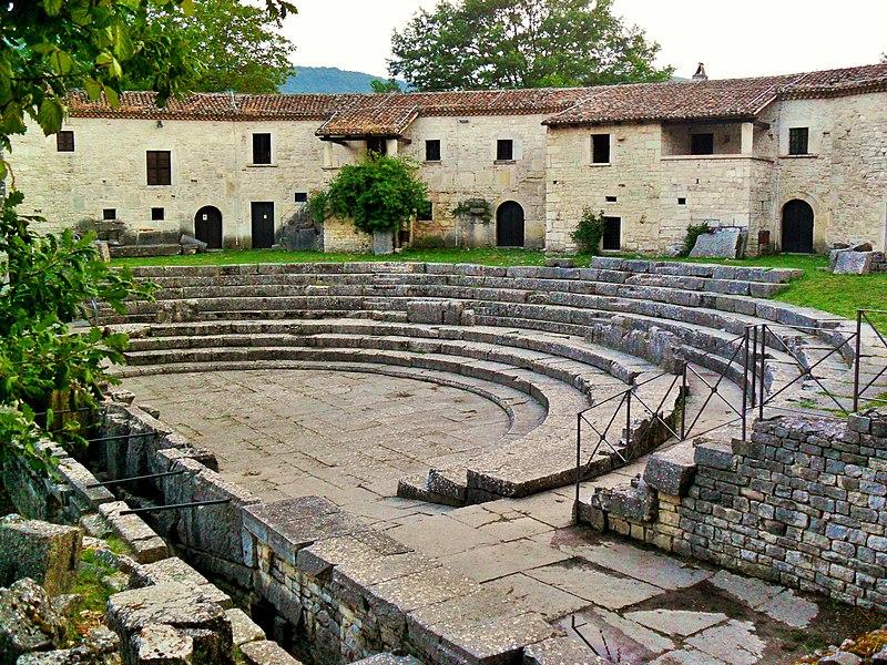 Altilia - il Teatro.JPG