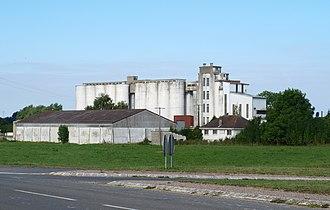 Ambly-Fleury - Image: Ambly Fleury FR 08 silos 02