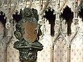 Angelot au blason, stalles de la cathédrale Notre-Dame d'Amiens.jpg