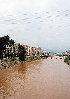 Antakya içinden geçen asi nehri