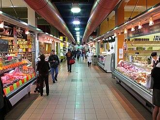 Atwater Market - Image: Atwater Market interior 01