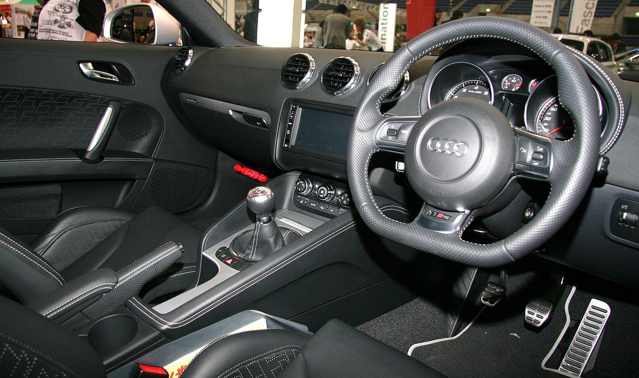File audi tt rs coupe wikimedia commons for Audi tt interieur