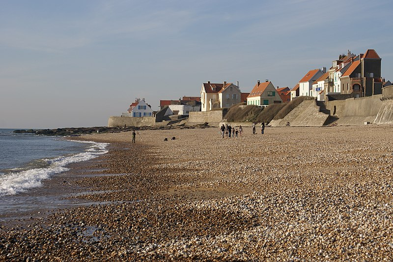 Fichier:Audresselles seafront seen from the beach 2.JPG