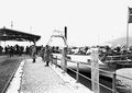 Ausladen der Pferde im Hafen von Flüelen - CH-BAR - 3240385.tif