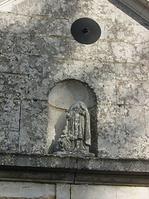 Avant-lès-Ramerupt - Sculpture in a niche of the church