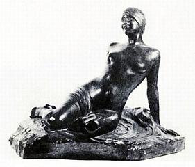 Siedząca kobieta nago