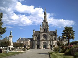 Basilique Sainte Anne d'Auray.jpg