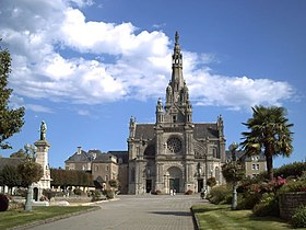 Basilique Sainte Anne d'Auray.jpg
