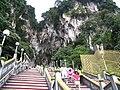 Batu caves - escalier monumental.JPG
