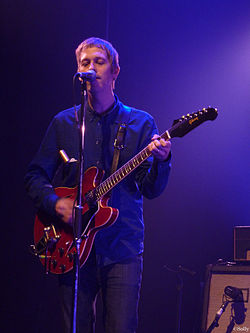 Andy Bell nel 2011 con i Beady Eye