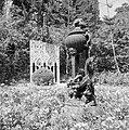 Beeldhouwwerken in de perzische tuin van de Bahai Temple (Bahá'í Huis van Aanbid, Bestanddeelnr 255-2098.jpg