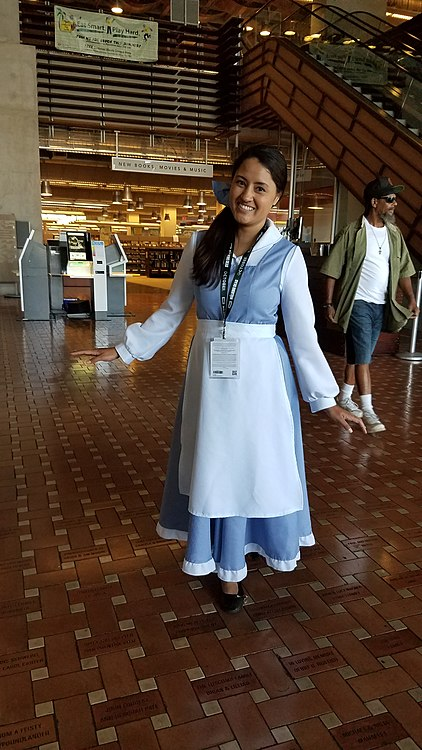 Belle cosplay SDCL.jpg
