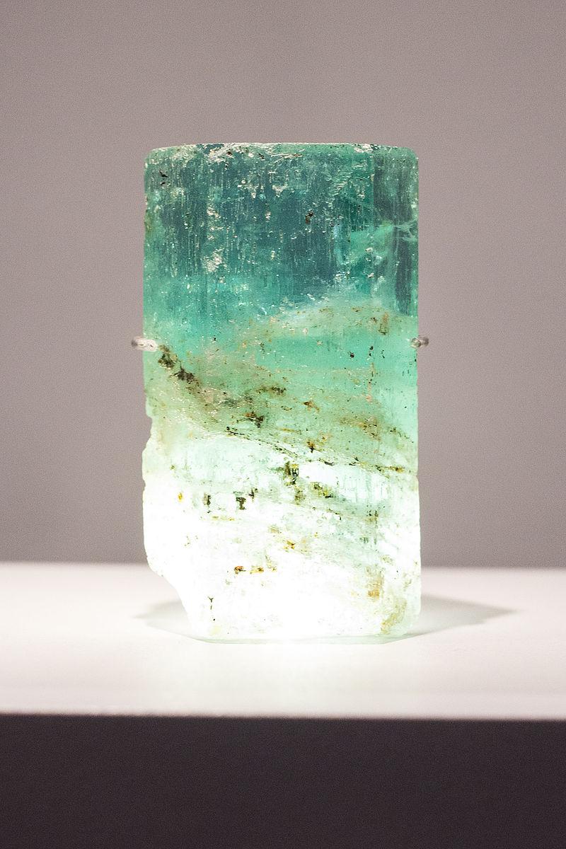 Minéraux et pierres précieuses - Page 23 800px-Beryl_aigue-marine_%C3%A9meraude
