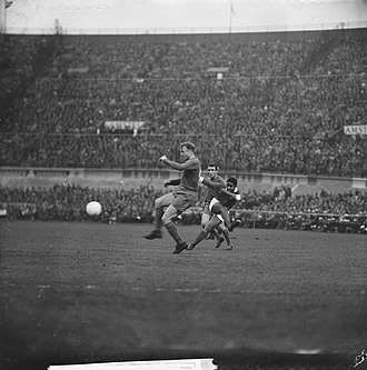 Eusébio - Eusébio strikes against Real Madrid during the 1962 European Cup Final.