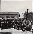 Bevrijding van Kamp Amersfoort. Alle gevangenen van het kamp Amersfoort staan kl, Bestanddeelnr 120-0599.jpg