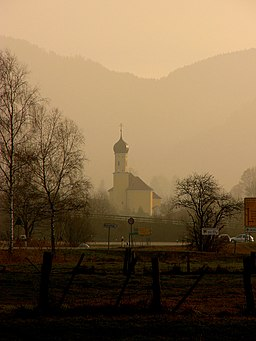 This is a photograph of an architectural monument.It is on the list of cultural monuments of Bayern, no. D-1-73-115-1