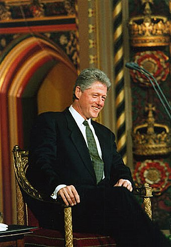 Clinton addressing the British parliament on November 29, 1995 Bill Clinton 1995 im Parlament in London.jpg